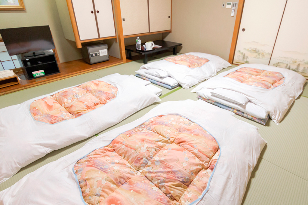 Futon bedding for 4 people